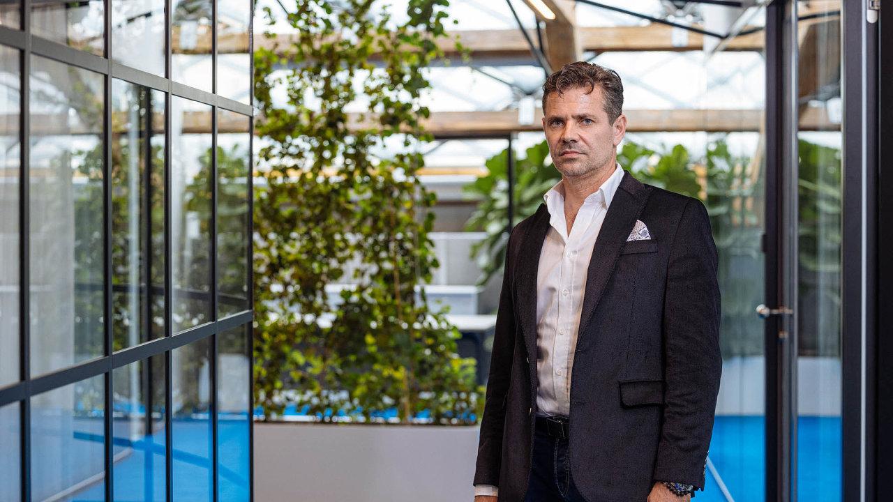 Většinový vlastník Arca Investments Rastislav Velič bojuje, aby insolvenční řízení proběhlo vČesku aaby získal dalších 120dní nanávrh reorganizace. NaSlovensku bude kreorganizaci těžší dospět.