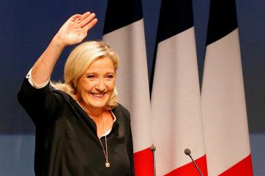 Místní volby ve Francii zatím ovládli konzervativci. Strana Le Penové zůstala za očekáváními, nedařilo se ani Macronovi