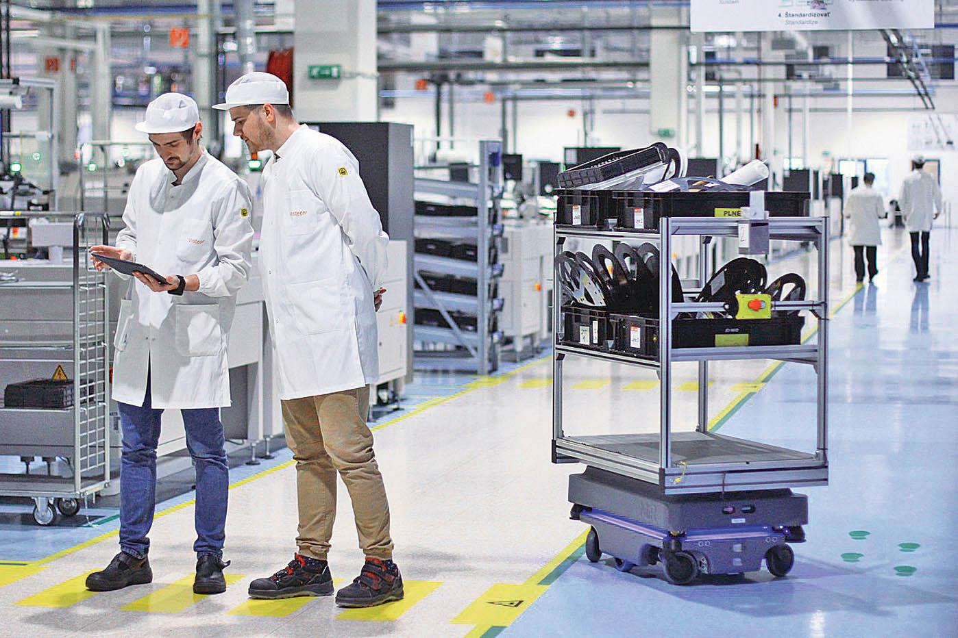 Robotický vozík se musí umět bezpečně vyhnout lidem.