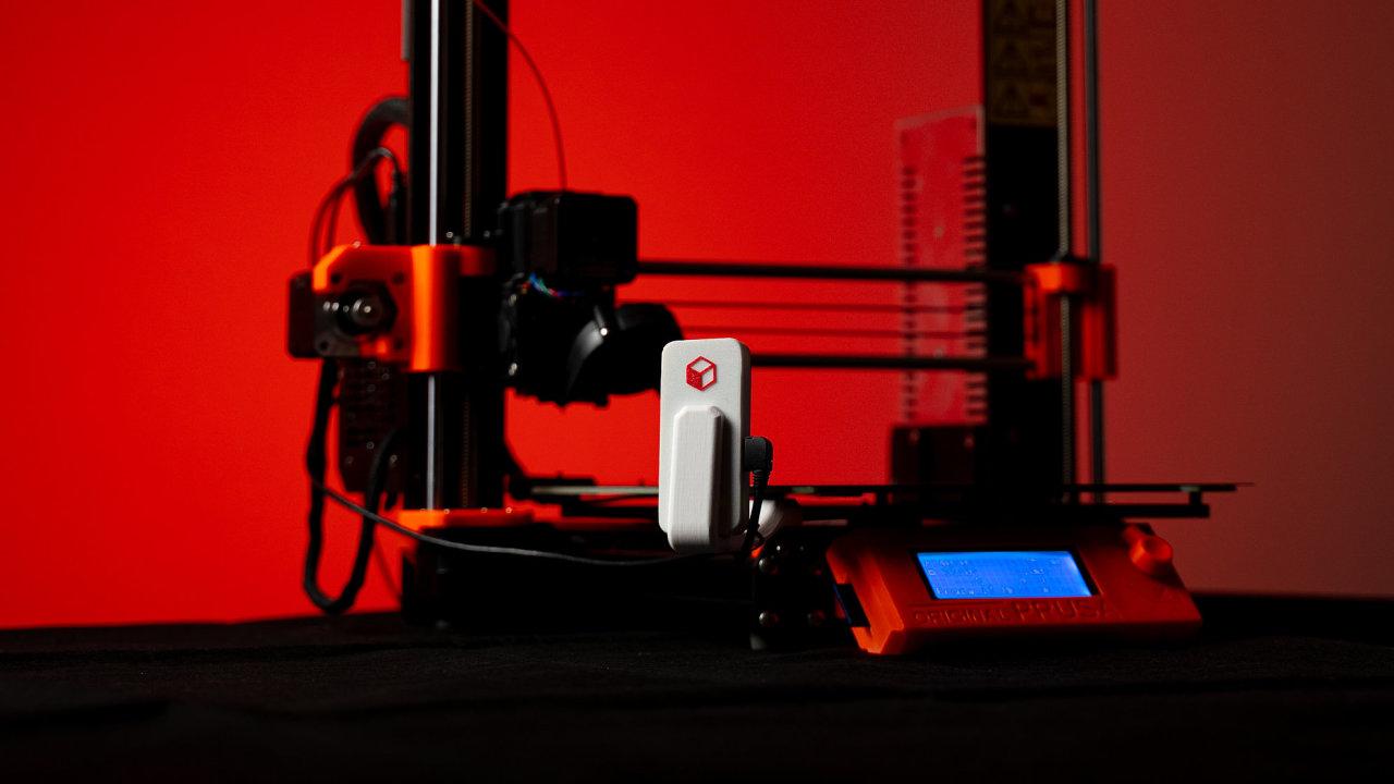 Karmen Pill umí na dálku ovládat 3D tiskárnu a sledovat kvalitu tisku