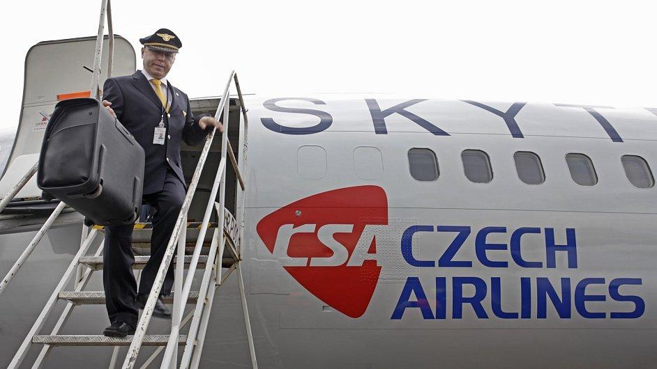 Piloti Českých aerolinií budou mít méně volna