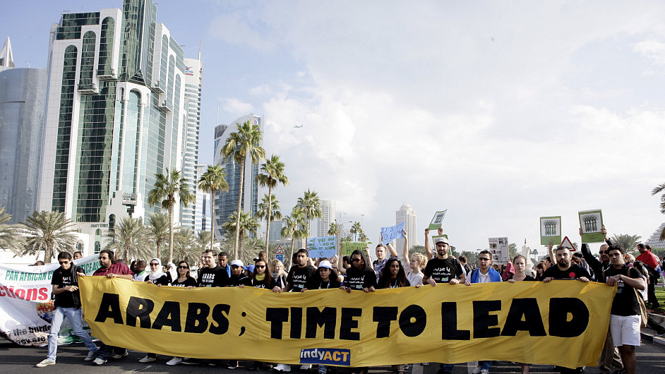 Demonstrace na podporu ochrany klimatu v katarském Dauhá.