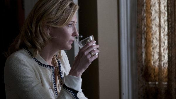 Od uhlazen� roztomilosti p�ech�z� Cate Blanchettov� b�hem vte�iny k tich�mu pohrd�n�