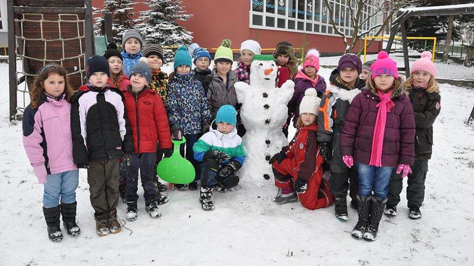 Děti soutěží o nejkrásnějšího sněhuláka