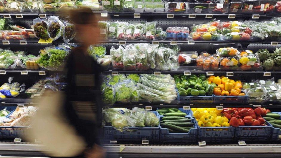 Zemědělské výrobky v regálech belgického obchodu