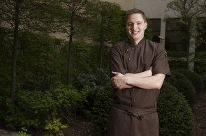 16 hodin denně 7 dní v týdnu, říká o michelinských restauracích šéfkuchař