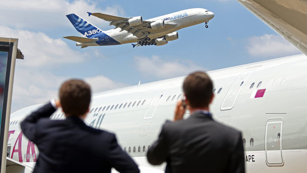 Společnosti Airbus i Boeing oznámily uzavření velkých zakázek hned první den na pařížském aerosalonu.