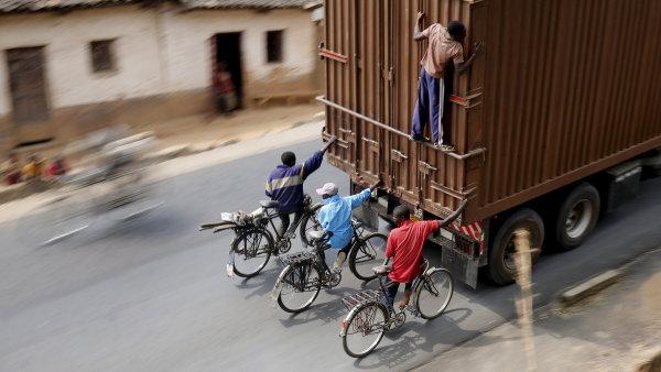 Ministerstvo podpo�� cyklisty v �esk�ch m�stech. Pod�vejte se, jak se jezd� ve sv�t�