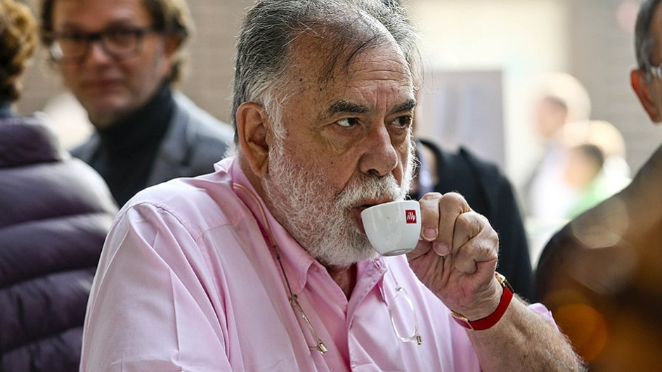 Illy bylo dodavatelem kávy milánského Expa. Na snímku s šálkem kávy oscarový režisér Francis Ford Coppola.