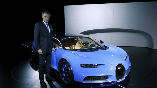Bugatti předvedlo model Chiron, nejrychlejší auto na světě