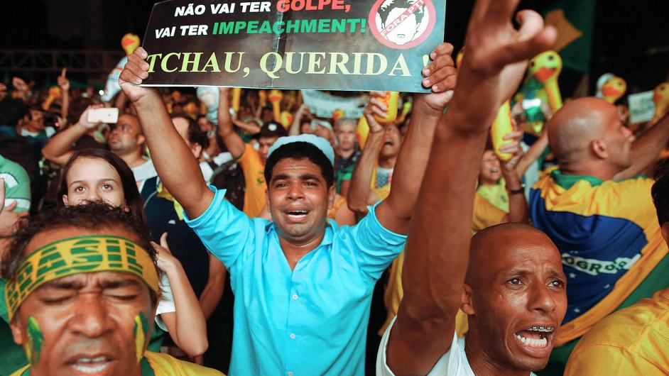 Za odvolání prezidentky Dilmy Rousseffové demonstrují v brazilských městech statisíce lidí.