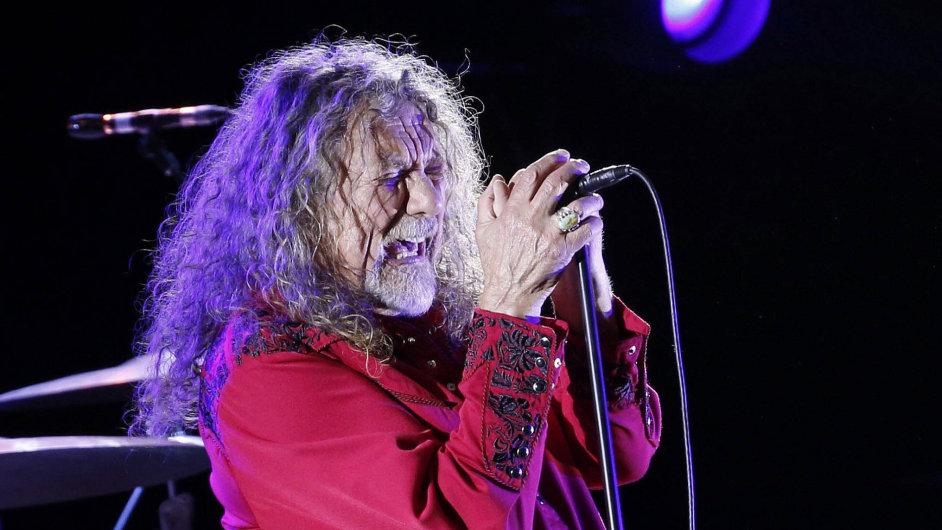 Robert Plant letos dvakrát podpořil uprchlíky – včervnu vLondýně vystoupil na charitativnímkoncertě, vúnoru pro Červený kříž zpíval naminialbu The Long Road.