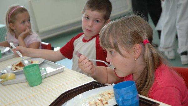 Mléko, ovoce a zelenina budou na základních školách zdarma - Ilustrační foto.