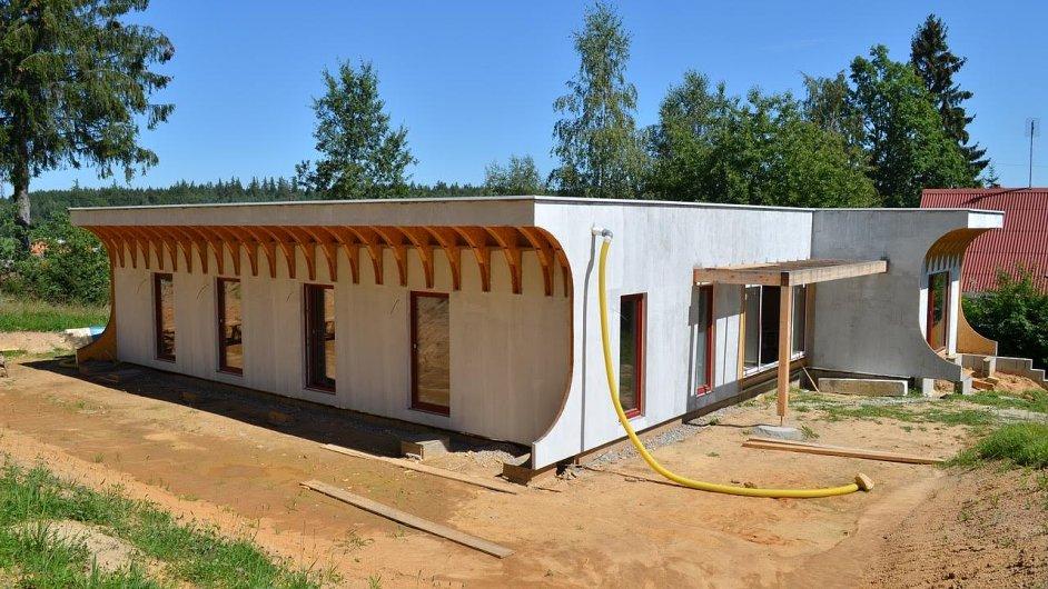 Dům u Českých Budějovic vyrobený z panelů ze slámy