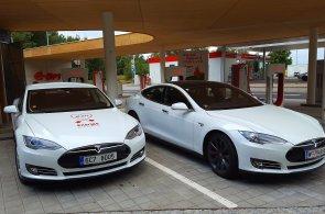 Zájem o Teslu v Česku roste, chybí ale servis a nabíječek pro elektromobily je málo