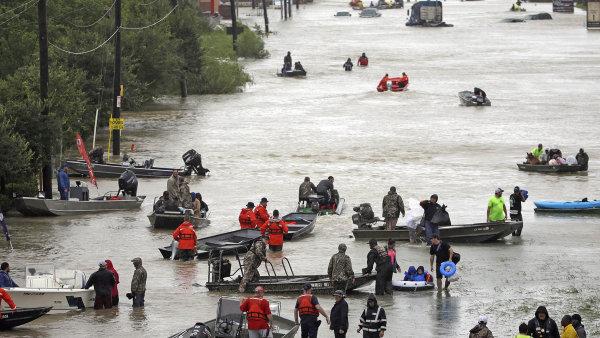 Povodeň v Houstonu. Jen malé množství zpostižených obyvatel Texasu je pojištěno proti velké vodě.