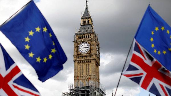 Hlavním účelem britské normy je převést naráz do britského právního řádu asi 20 000 evropských zákonů - Ilustrační foto.