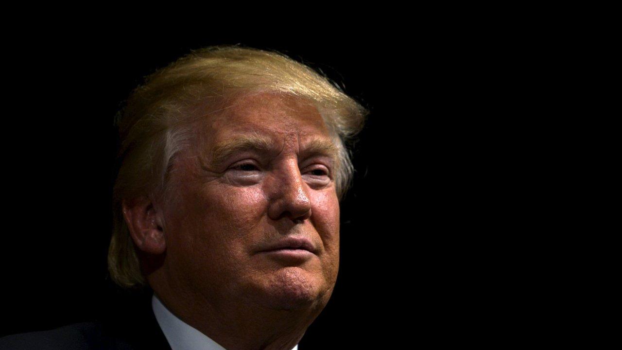 Donald Trump před projevem v Davenportu v Iowě.