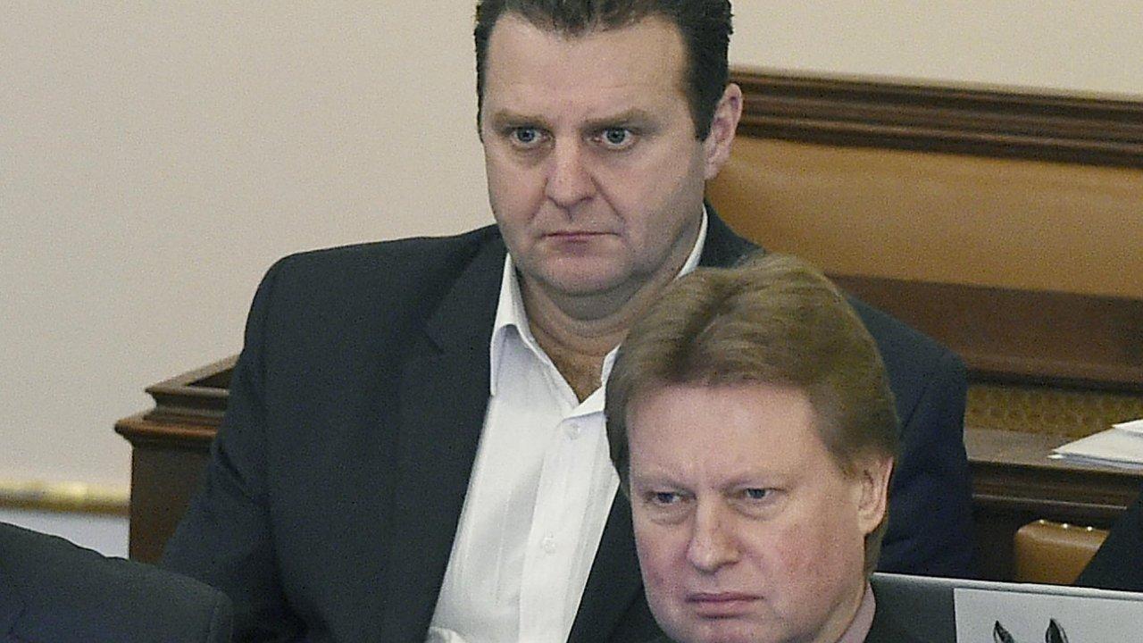 Volební komisi se to moc nepovedlo. Pan Ondráček neměl kandidovat vůbec. Slovy poslance Bendy (ODS) by se dalo shrnout několikahodinové divadlo kolem Ondráčkovy volby.