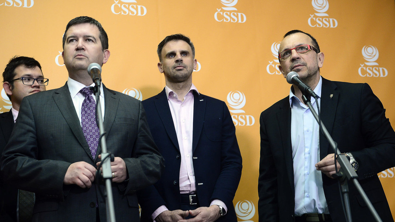 Vedení ČSSD na tiskové konferenci po skončení sjezdu v Hradci Králové.