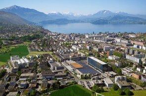 Švýcarské město Zug, kterému se přezdívá Crypto Valley. I zde začíná mnoho startupových projektů.