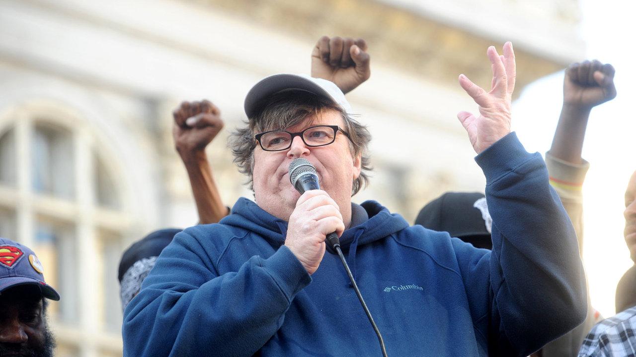Režisér Michael Moore.