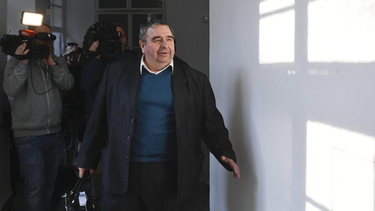 Bývalý tajemník hnutí SPD Jaroslav Staník před jednací síní u Obvodního soudu pro Prahu 1.
