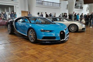 V Praze se sešla tisícovka exkluzivních aut. Legendy představily i Bugatti českých miliardářů
