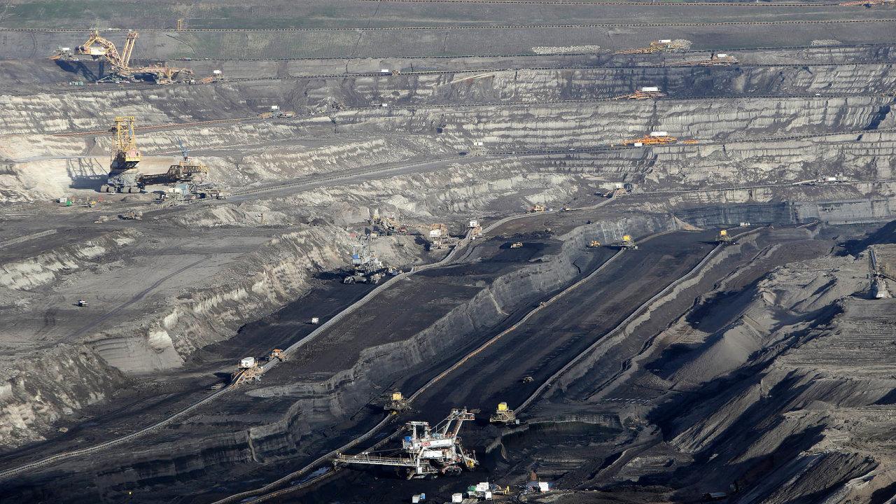 Důlní společnosti, ale imalé kamenolomy se musí připravit nato, že brzy budou odvádět státu více peněz. Na snímku velkolom v Bílině.