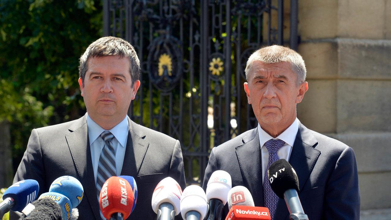 Kesporu oministra kultury přibyla koaliční tahanice openíze z rozpočtu. Šéf ČSSD Jan Hamáček si stěžuje, že jeho ministři ve vládě Andreje Babiše dostali málo peněz pro své resorty.