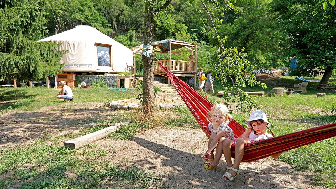 Volnost pod dozorem, jeden z výchovných prostředků Lesní mateřské školy Šárynka.
