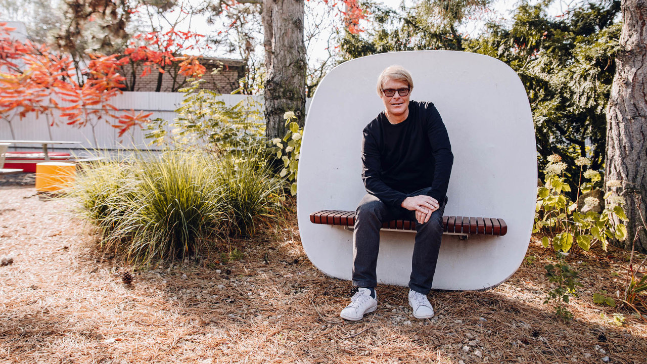Spoluzakladatel a hlavní designér firmy mmcité street furniture David Karásek