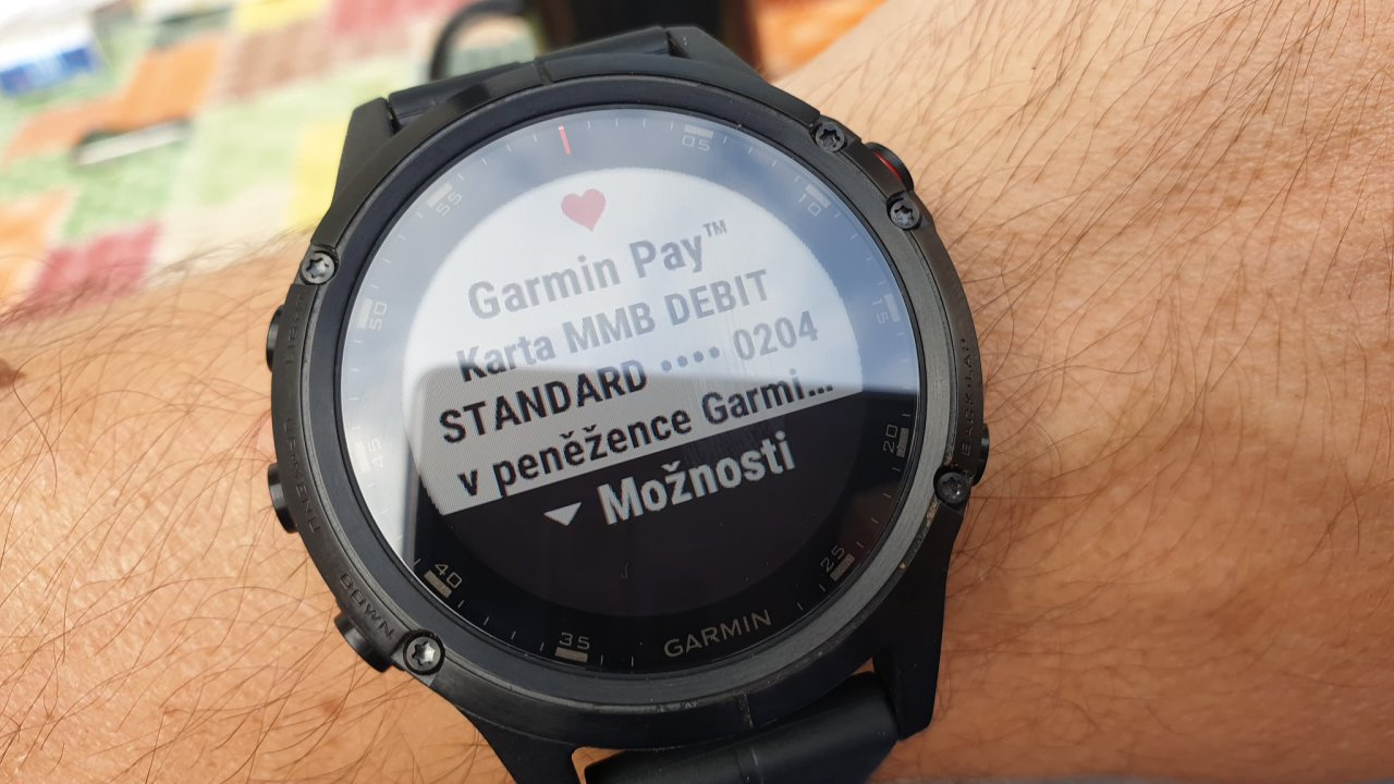 Služba Garmin Pay na hodinkách Gamrin Fenix 5