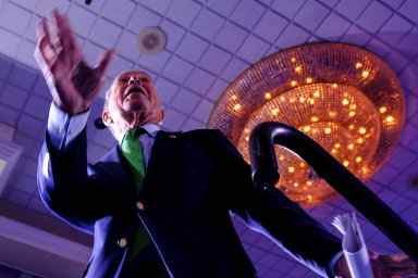 Odoznámení kandidatury Michael Bloomberg zakampaň, kterou si zcela hradí zesvého, utratil už 300 milionů dolarů.