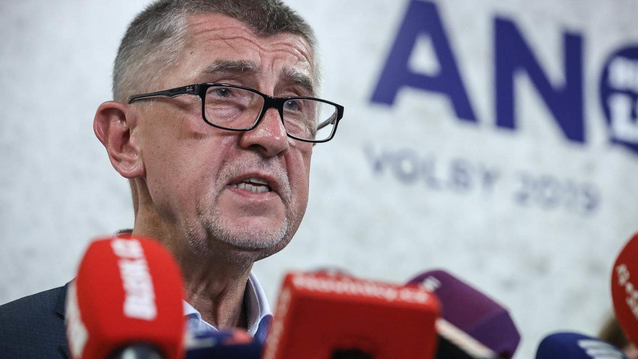 EK odtajnila část dopisu, který předloni zaslal tehdejší komisař Günther Oettinger premiérovi Andreji Babišovi (ANO) kvůli jeho možnému střetu zájmů. Babiš odpočátku jakékoli pochybení odmítá.
