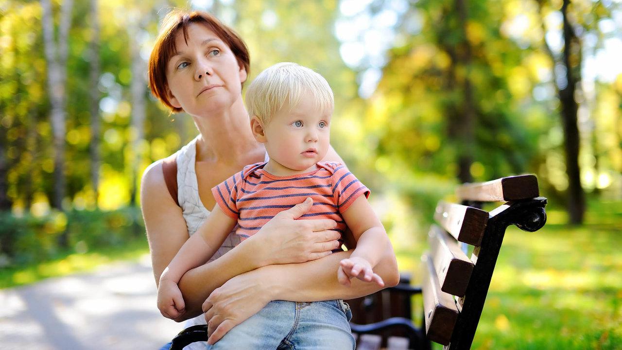 Výpadek příjmů kvůli koronaviru se snaží lidé v některých profesích nahradit přivýdělkem za hlídání dětí.