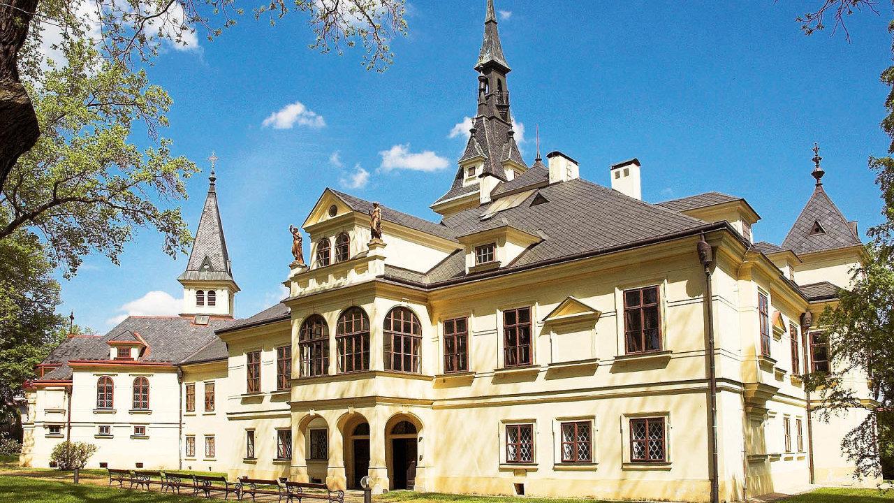 Zámek Lužany je dodnes v majetku Hlávkovy nadace.