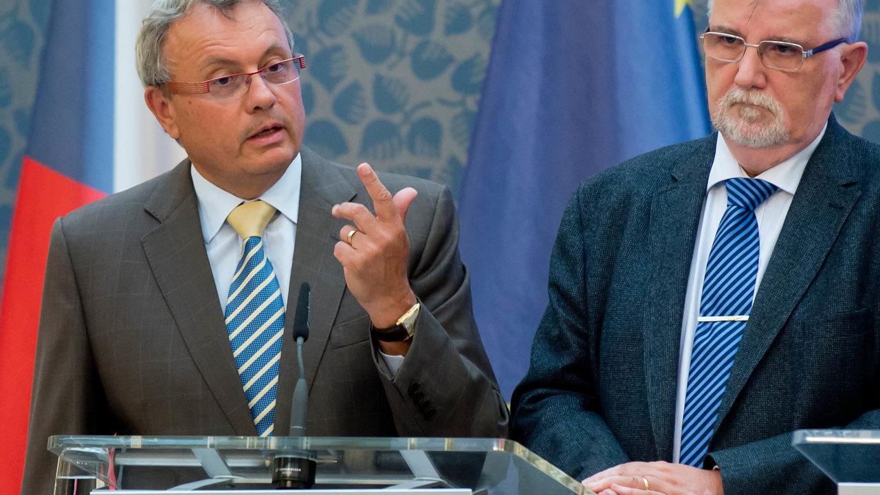 Zaměstnavatelé žádají zvýšení příspěvku na 80 procent. Na snímku Vladimír Dlouhý a Jaroslav Hanák - šéfové Hospodářské komory a Svazu průmyslu a dopravy.