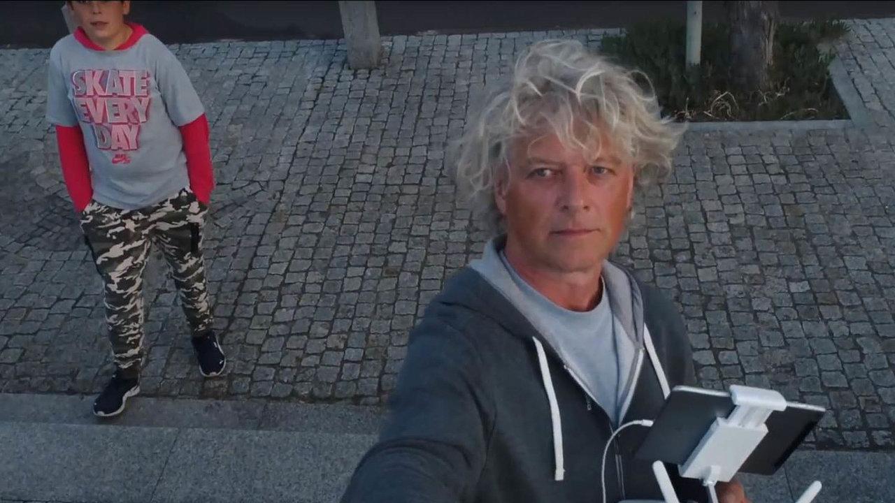 Muž v pozadí. Na pádu Metropolitního spořitelního družstva se zřejmě podílel Jiří Liška, který nyní tráví čas na moři.