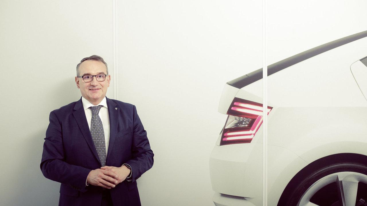 Šéf českého zastoupení automobilky Škoda Auto Luboš Vlček končí k 1. září ve funkci.