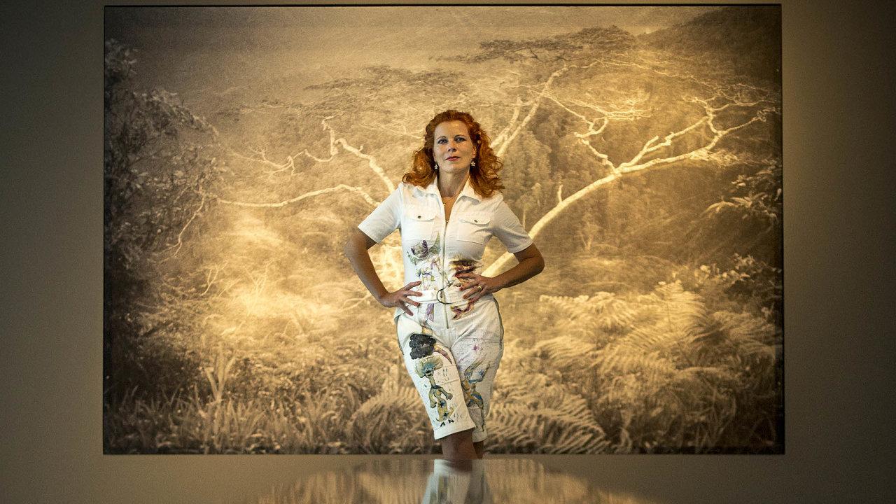 Umělkyně a cestovatelka. Barbora Šlapetová je výraznou osobností na první pohled, ještě výrazněji o ní vypovídá výstava v Doxu.