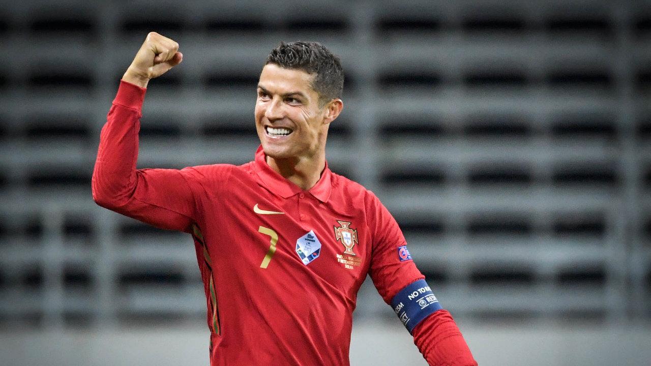 Evropský rekordman. První gól zaportugalskou reprezentaci vsítil Cristiano Ronaldo 12. června 2004 nadomácím mistrovství Evropy při prohře sŘeckem 1:2. Stý a101. dal vúterý Švédsku vLize národů.