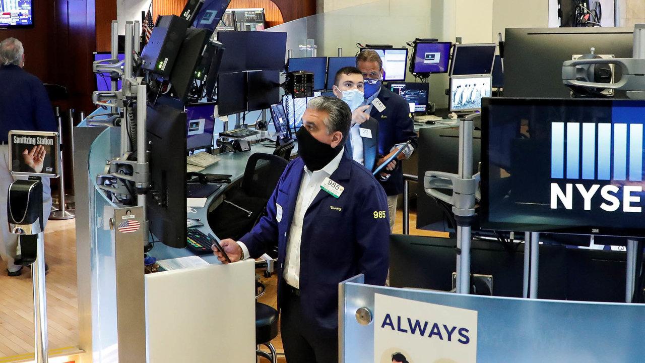 Zájem investorů, ato jak drobných, tak itěch velkých, například zřad hedgeových fondů podpořilazpráva, že si podíl vSnowflake kupuje iBuffettova investiční společnost Berkshire Hathaway.