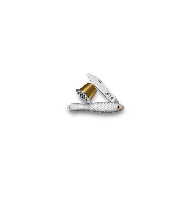 Druhá verze nožíku Rybička vyrobeného z použitých kávových kapslí