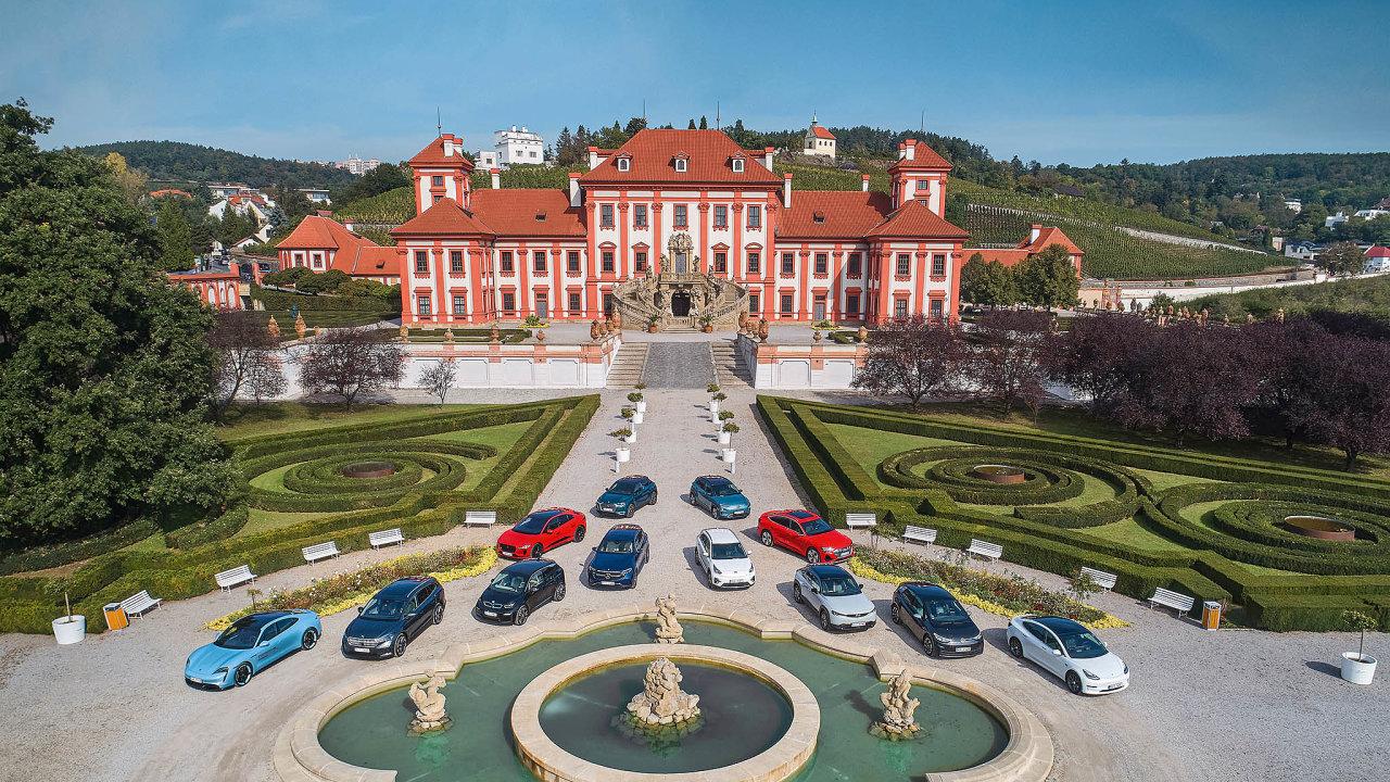 Nanádvoří Trojského zámku se začátkem října sjely nejzajímavější elektromobily, které si teď můžete koupit (nebo objednat).