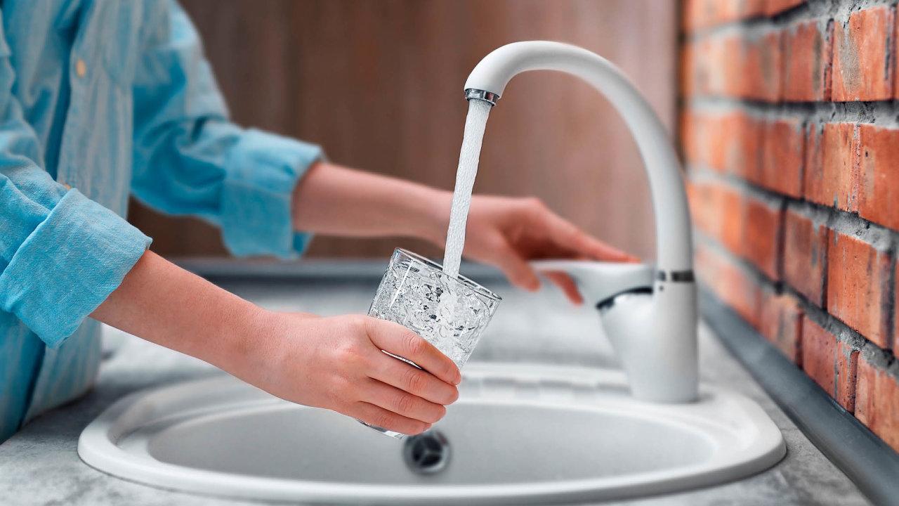 Veřejné vodovody jsou v tuzemsku pod velmi přísnou kontrolou, iproto se kvalitou pitné vody velkých vodovodních oblastí Česko řadí mezi 11nejlepších států vEU.