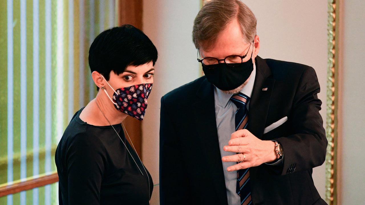 Předsedkyně TOP 09 Markéta Pekarová Adamová a předseda ODS Petr Fiala spolu debatují na schůzi sněmovny 23. října 2020 v Praze.