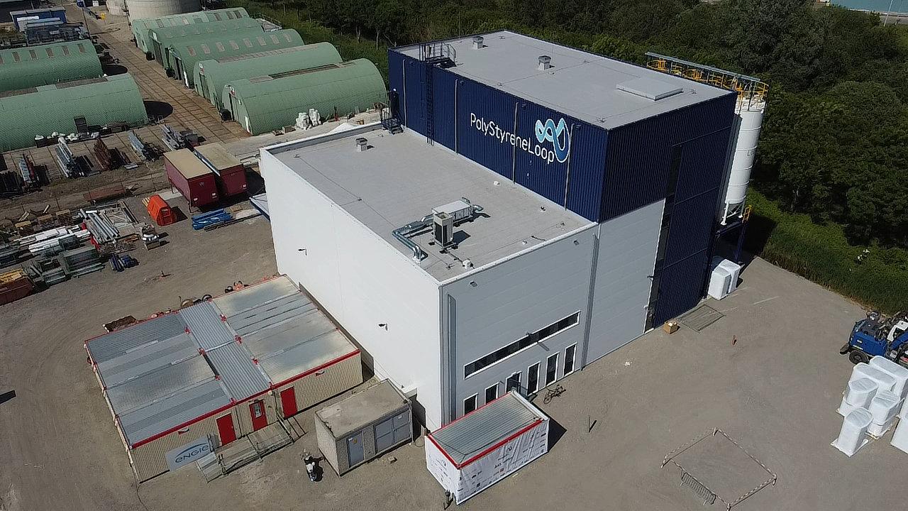 Továrna na zpracování použitého stavebního polystyrenu PolyStyreneLoop v nizozemském Terneuzenu.