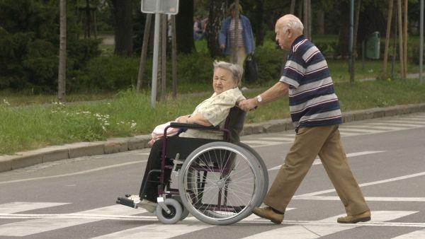 Příspěvek na péči, který dostávají zdravotně postižení lidé, pravděpodobně vzroste o desetinu - Ilustrační.