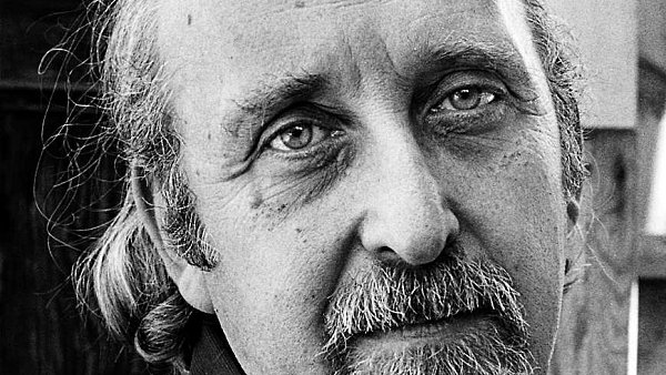 Krom� role b�sn�ka se Rothenbergovi l�b� i �loha spojovatele, kter� dal dohromady spoustu lid� a roz���il pojem poezie.